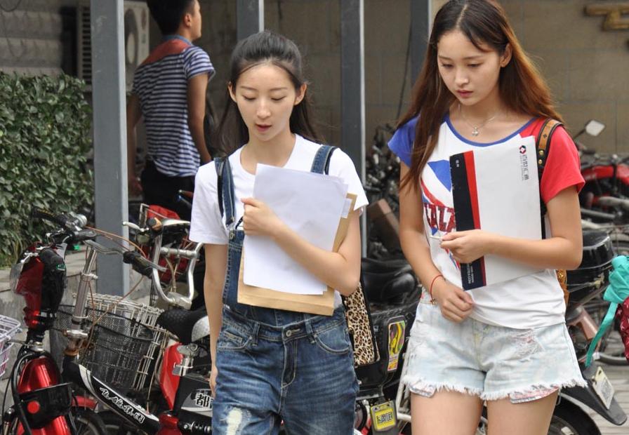 北京电影学院新生 俊男美女养眼吸睛
