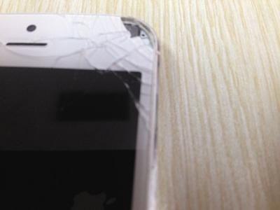 接完电话iPhone5屏幕炸开