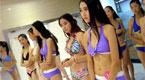 百名高中女生穿泳装向陌生人展示 为艺考练胆