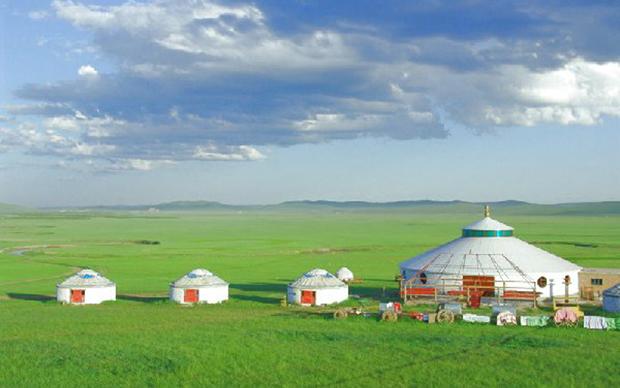 清新的蒙古包