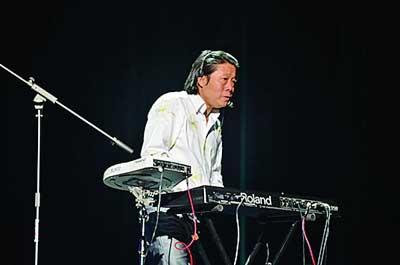 卞留念南艺练合唱 音乐会演职人员多达四五百