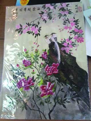 银杏叶上画蝴蝶 苏州八旬老人被誉为 树叶画家