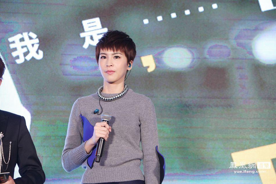 曾沛慈携2015年全新专辑《我是曾沛慈》昨日在北京召开记者发布会,七年磨一剑,这张专辑承载了曾沛慈七年的音乐梦想。七年的时间,让曾沛慈成熟的成为台湾超人气优质偶像,但她的音乐梦想并没有埋没在演员的光芒下,站在演员的舞台上,曾沛慈用自己超高的演技实力征服了观众,同样站在歌手的舞台上,曾沛慈依然可以用自己完美的嗓音发光发热。专辑《我是曾沛慈》收录了14首歌曲,同时也聚集了多种风格元素在里面,但不管哪一面的曾沛慈,都让听众大为惊叹,在这张专辑中,优伤的歌能听出眼泪、忧郁的歌能听出安慰、欢快的歌能听出笑容、调皮的歌能听出欢乐,百变曾沛慈把不同的自己全部融合到了这张专辑中,《我是曾沛慈》也更好的让曾沛慈毫无保留的介绍自己。