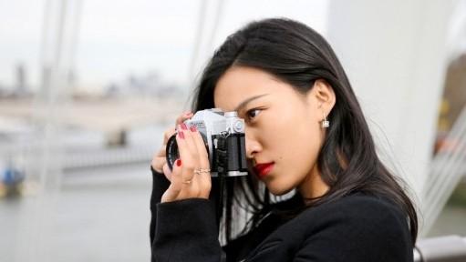 戴比尔斯才华女性:陈漫演绎ARIA新系列璀璨光