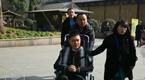 郭富城巩俐齐聚灵山祈愿 冯绍峰坐轮椅现身
