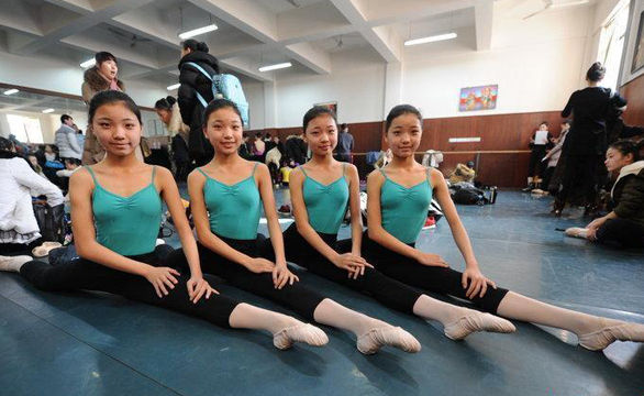 高清:四胞胎姐妹同赶艺考 为舞蹈梦8岁离家苦练7年