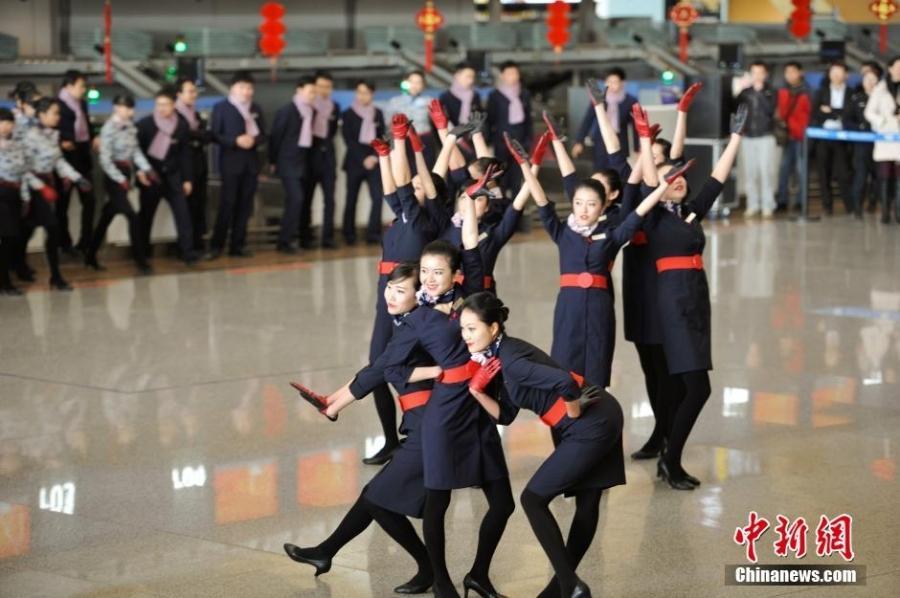 最美空姐动感热舞南京机场上演快闪引围观