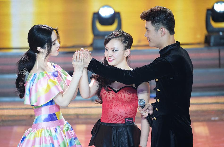 出彩中国人 范冰冰两度亲吻男选手