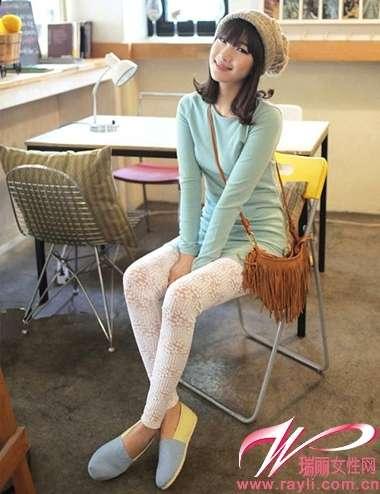 长白袜可爱女孩