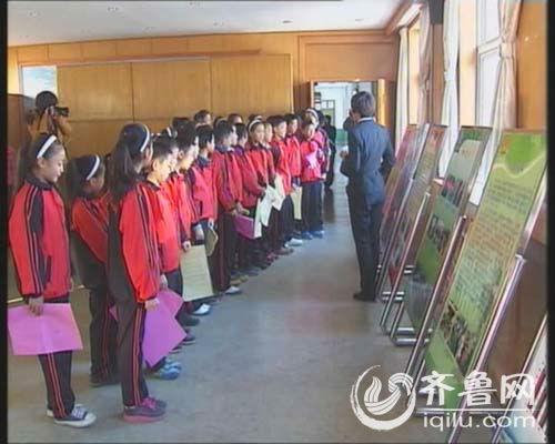 济宁小学生现场体验法官威严 接受法制教育
