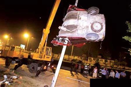 想象不到的驾驶技术 看车祸的最高境界