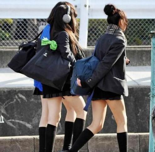 穿校服的女生头像