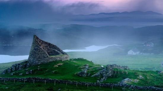凤凰旅游 出境游 > 正文  苏格兰群岛西海岸外赫布里底群岛海栈和悬崖