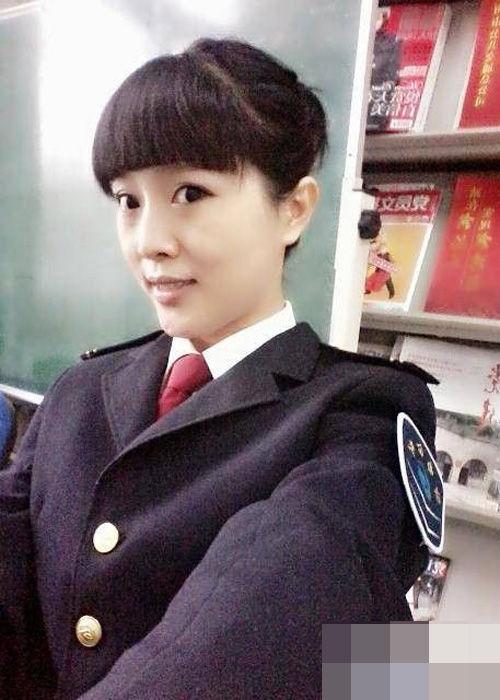 济南女公交司机自拍照走红-中国学网-中国IT综