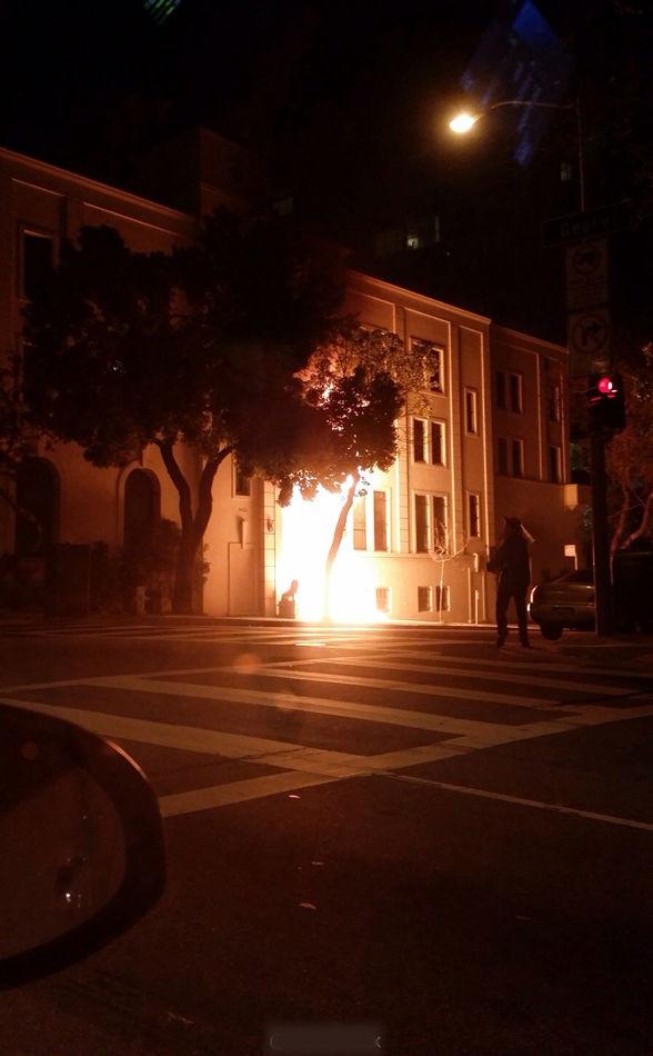 2014年1月1日21时25分,一个从停放在中国驻旧金山总领馆门前面包车内下来的人拎着两桶汽油泼向总领馆正门并点火焚烧,致使领馆正门严重损毁。旧金山警察局、消防局及美国国务院外交安全局等部门迅速赶到现场处理,目前案件正在侦破中。