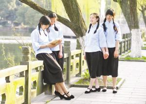 宁波二中学生穿民国校服 为百年校庆拍宣传片图片
