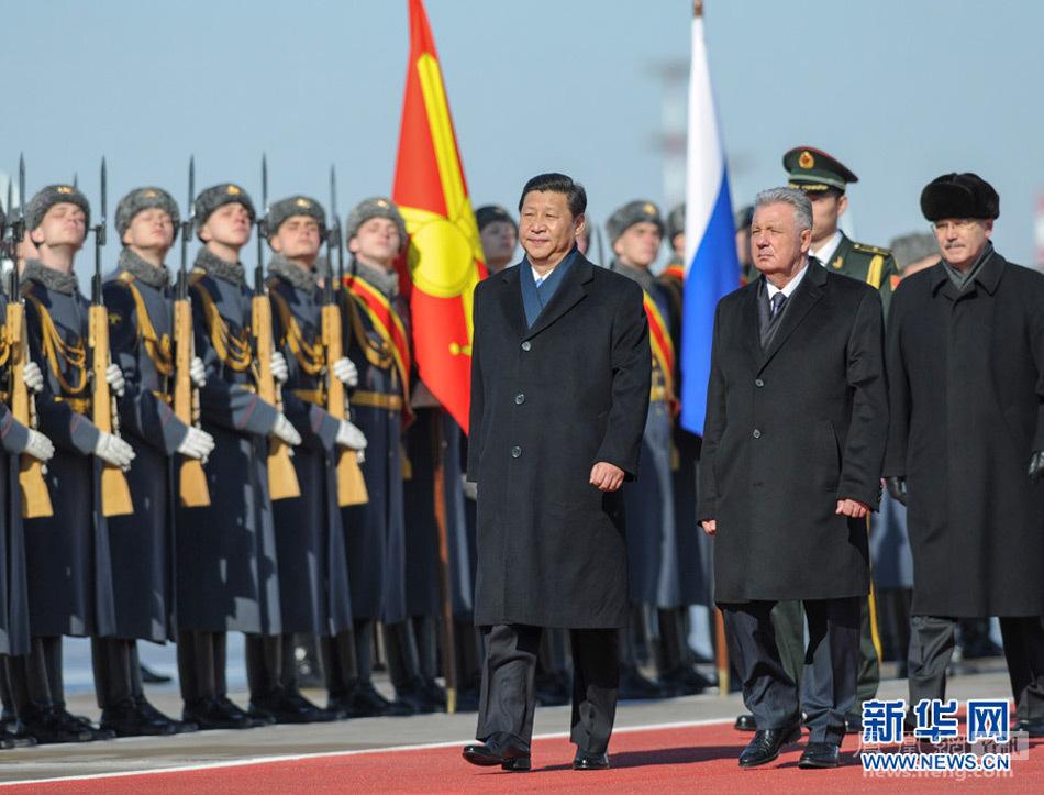 习近平专机抵达莫斯科机场 和夫人走下舷梯 - 人在上海  - 中華日报Chinadaily