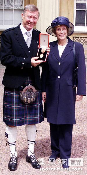 三等爵士勋章CBE、四等爵士勋章OBE和五等爵士勋章MBE,一般来