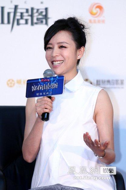 富春 张静初与影片原型齐亮相 赞刘德华完美