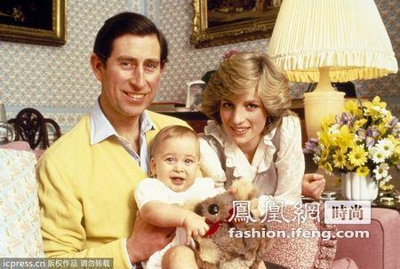 ,查尔斯王子和戴安娜王妃抱着2岁大的威廉王子.-威廉王子童年照