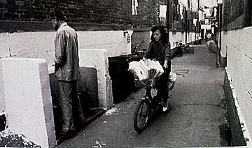90年代中国人上厕所:死刑犯栓绳子 景点成尿池