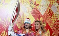 2014索契冬奥会火炬和火炬手服装