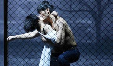 殷桃为新角色练习多种接吻姿势