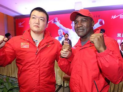 张君龙正式拜师霍利菲尔德 亚洲拳王首战日本