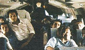 40年前客机失联:72天后发现幸存者 无人之地如何存活?</