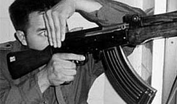 94年悍匪持枪脱离部队 据守北京建国门残杀数十位警民