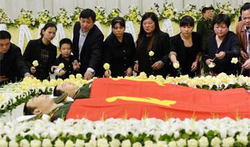 上海:两90后坠楼消防员追悼会
