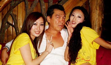 """[江湖]""""大傻""""成奎安:两房妻子和睦相处"""