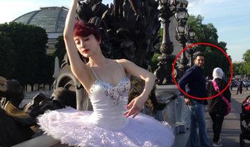 贵妇金巧巧外国街头跳芭蕾引侧目