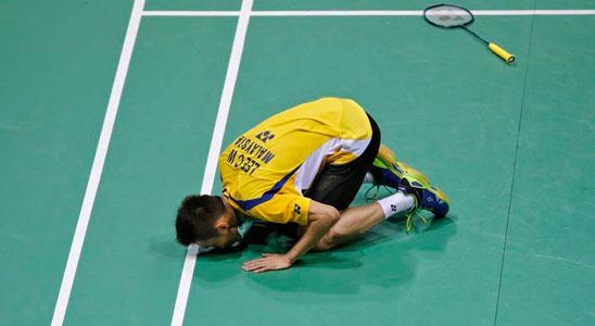 李宗伟一吻成悲情注脚 整个马来西亚为之动容