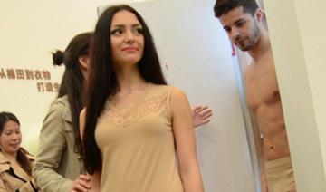 男女模特后台换衣不避嫌