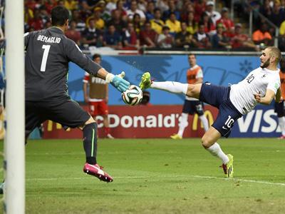 本泽马进球 法国4-0瑞士