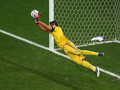 圣罗梅罗建奇功 阿根廷4-2荷兰点球大战回顾