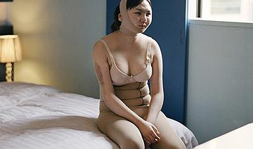 韩国医院内整容后的女人