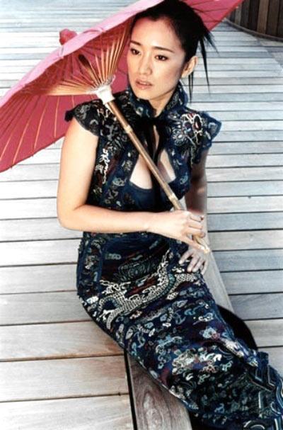 张曼玉穿旗袍大家都觉得很完美,但在拍《花样年华》时我帮她设