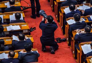 人民大会堂:各种姿势的摄影师