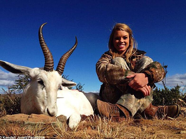 美国女大学生猎杀非洲野生动物