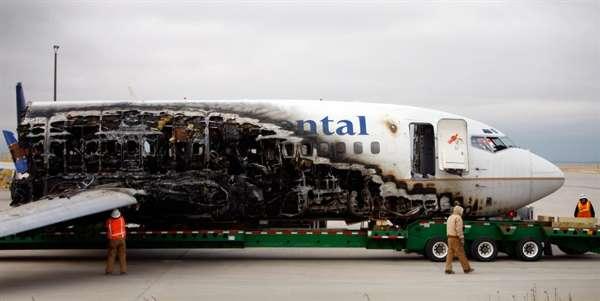 在丹佛国际机场起飞时冲出跑道并起火