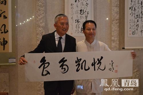 青岛市海洋书画院院长,曾为百名世园人原创藏头赞美诗书法的于金明