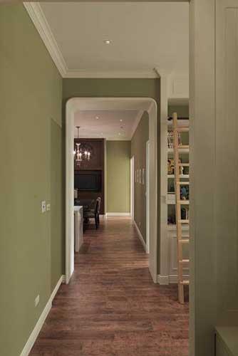 走廊设计 设计重点:线条设计 小编点评:藉由门框的线条与色系搭配,在