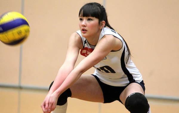 哈萨克斯坦美女排球手莎宾娜一展身手