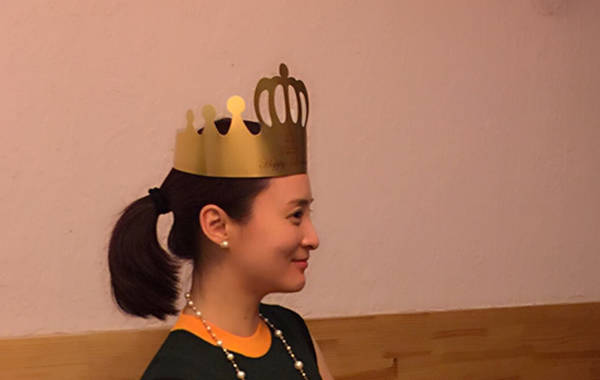 娱乐  蒋勤勤笑容不断,没有因陈建斌的缺席影响心情.