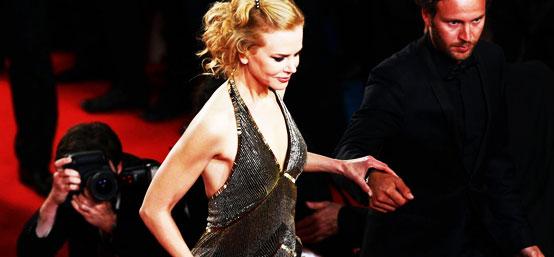 第65届戛纳电影节 《送报男孩》首映 妮可-基德曼秀香肩引埃夫隆侧目