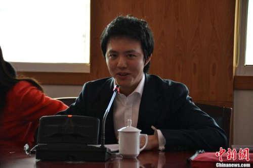 央视春晚终极彩排 刘谦用扑克牌变钢琴键