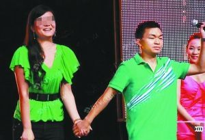 2010年,阳刚因长相酷似王宝强,在《非诚勿扰》上成功牵手,走红网络。(资料图片)