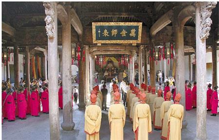 磐安孔氏后人在孔氏家庙祭祖。